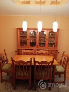 Prodaja stilske vitrine puno drvo i trpezarisjki sto